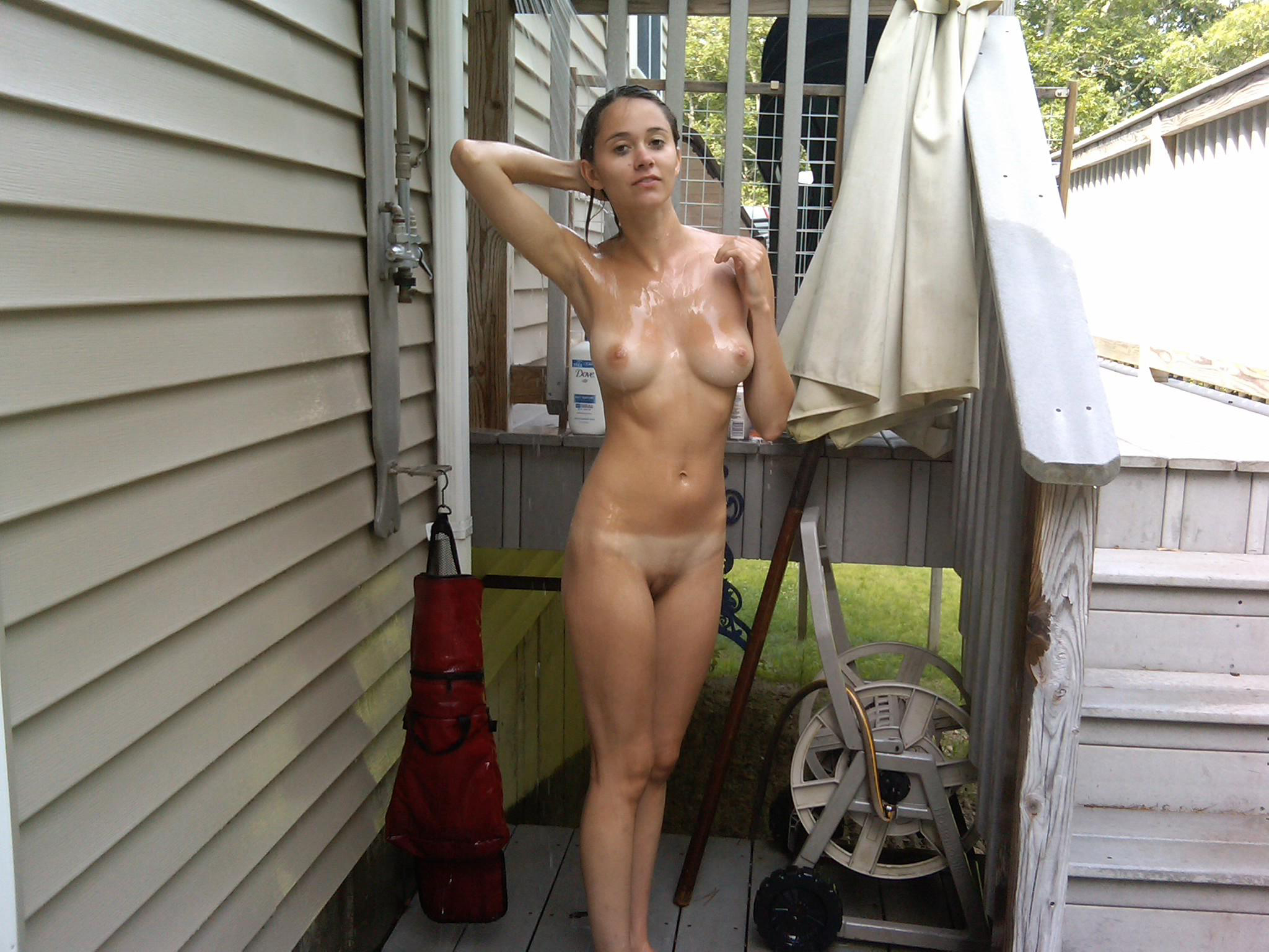 free-images-hot-naked-girls-amatuer-outdoors-juvenile-girls-in-revealing-pics