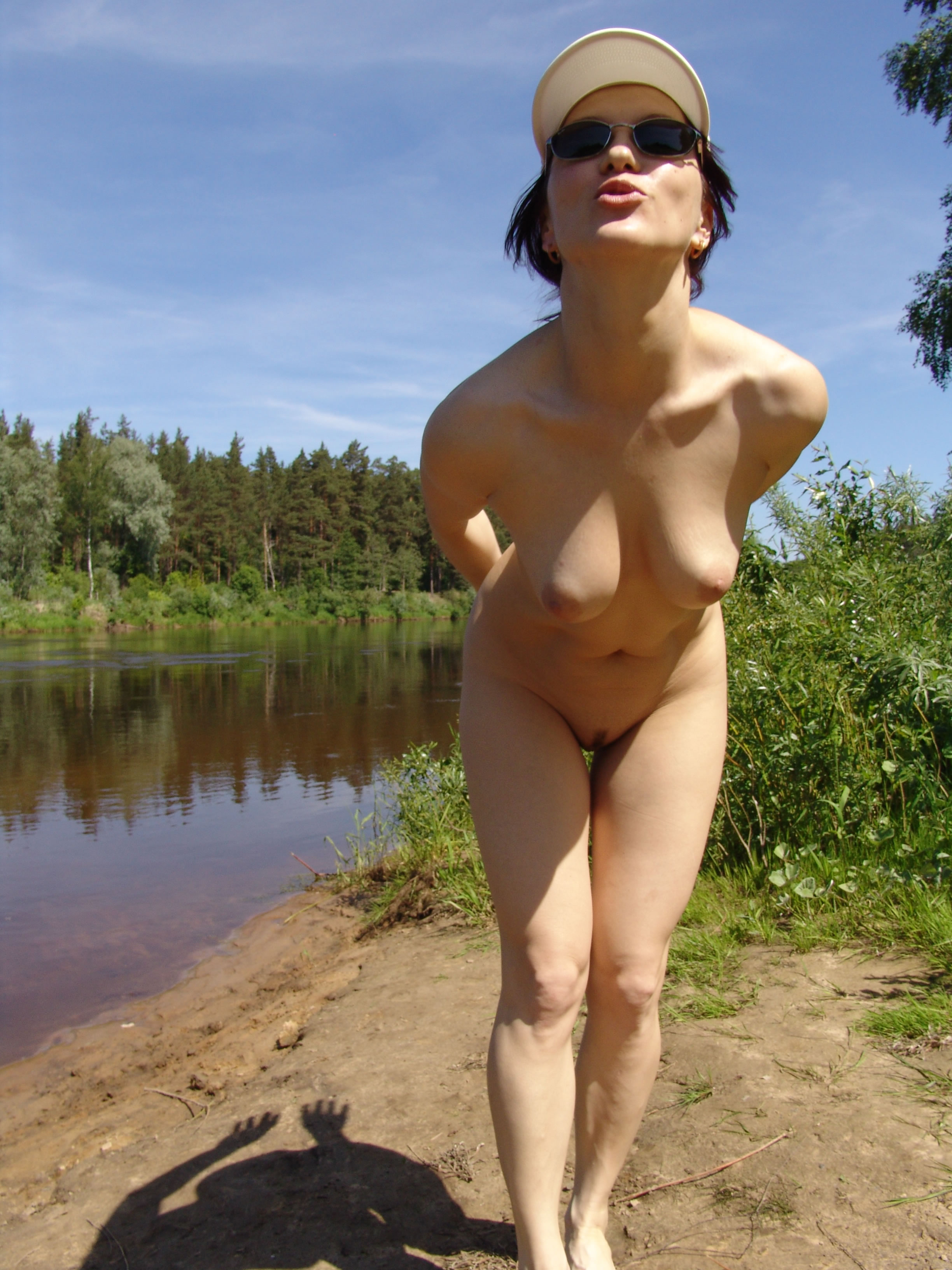 girls-nude-nake-amature-outdoor-thumbnail-ebony